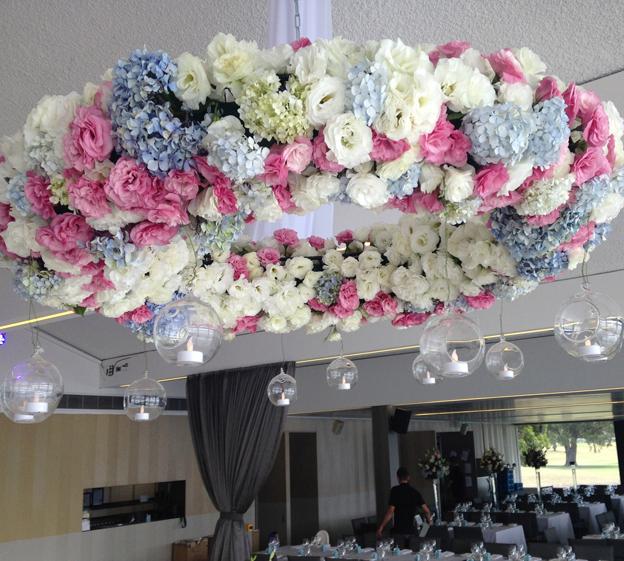 floral_chandelier_close_up